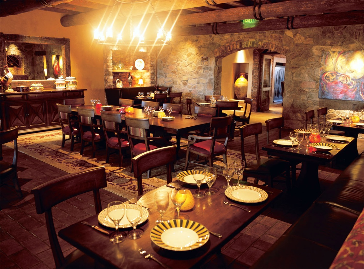Up In Pinnacle Peak Arizona Is One Of The Area S Grandest Restaurants Spread Over 20 000 Square Feet And Several Rooms That Include A Main Dining Room